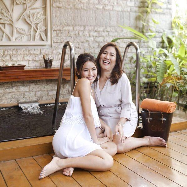 This is Kathryn Bernardo with her mom, Tita Min Bernardo, doing a photo shoot for the Working Mom Magazine for its May 2016 issue at their home in Capitol Homes, Quezon City. Indeed, Kathryn and Tita Min, who are indeed, the best Kapamilya Mother and Daughter team, are very pretty. #KathrynBernardo #MinBernardo #motheranddaughter #motheranddaughterteam #WorkingMom #WorkingMomPH