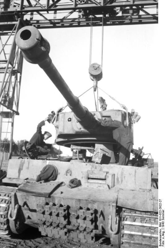 Repairing a Tiger I heavy tank, Russia, 21 Jun 1943, (Photographer Kipper, German Federal Archive)