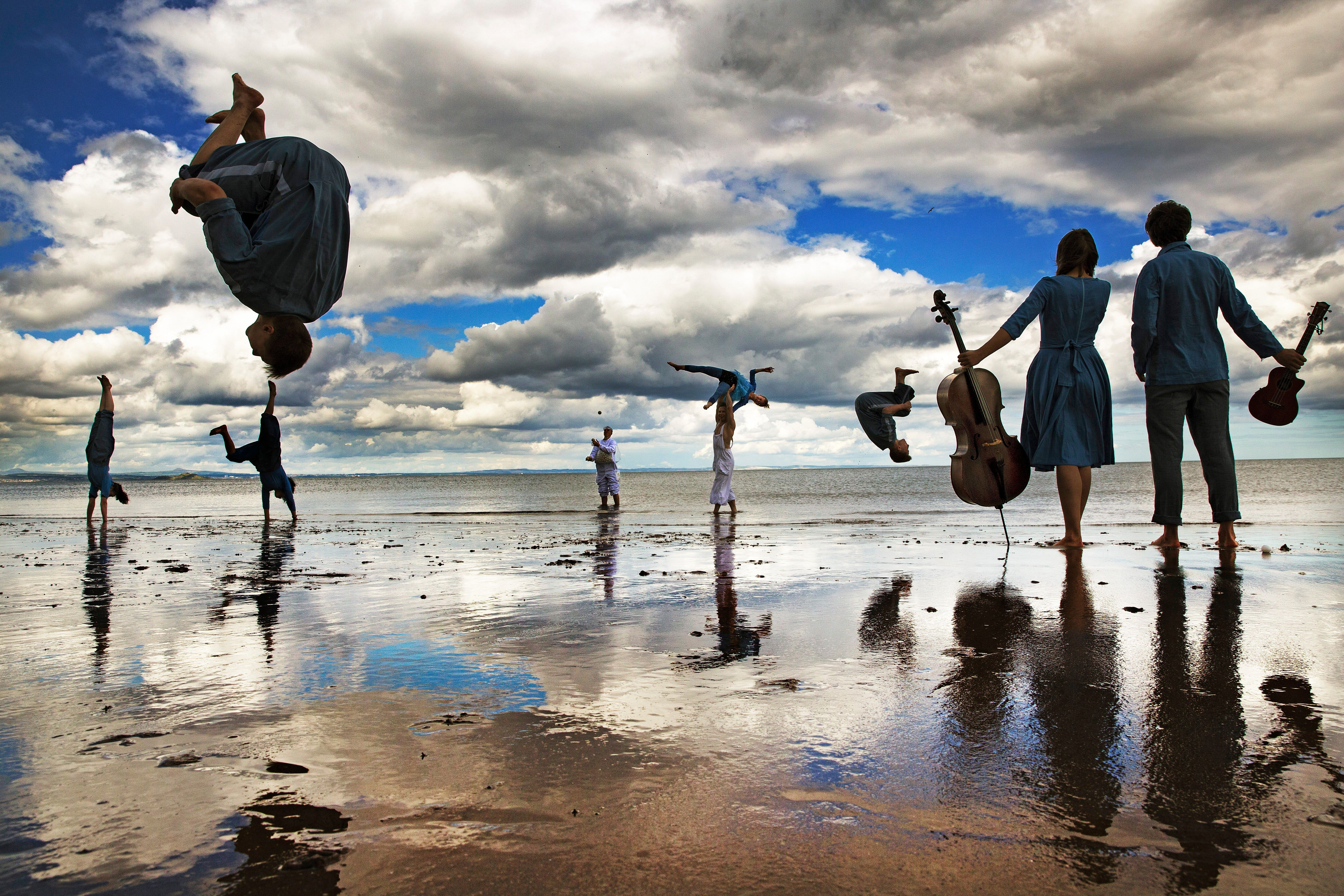Underwater Cycling And A Giant Kaleidoscope 21 Unmissable Photographs Photos Of The Week Photo Edinburgh Festival