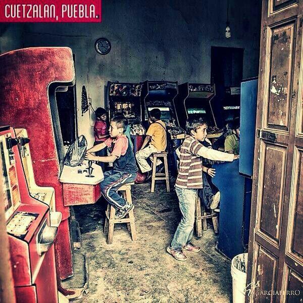 Maquinitas: viaje instantáneo al pasado.   Cuetzalan, Puebla.