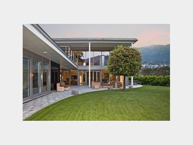 Landhaus modern  Bauhaus Tessin - #Einfamilienhaus von Baufritz | HausXXL #modern ...