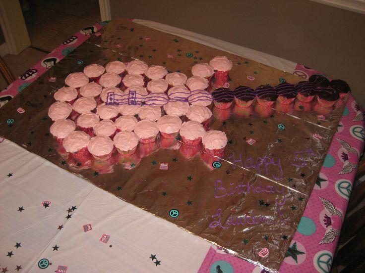 pin de susana valverde en pasteles cupcake cakes guitar cupcakes y cake. Black Bedroom Furniture Sets. Home Design Ideas