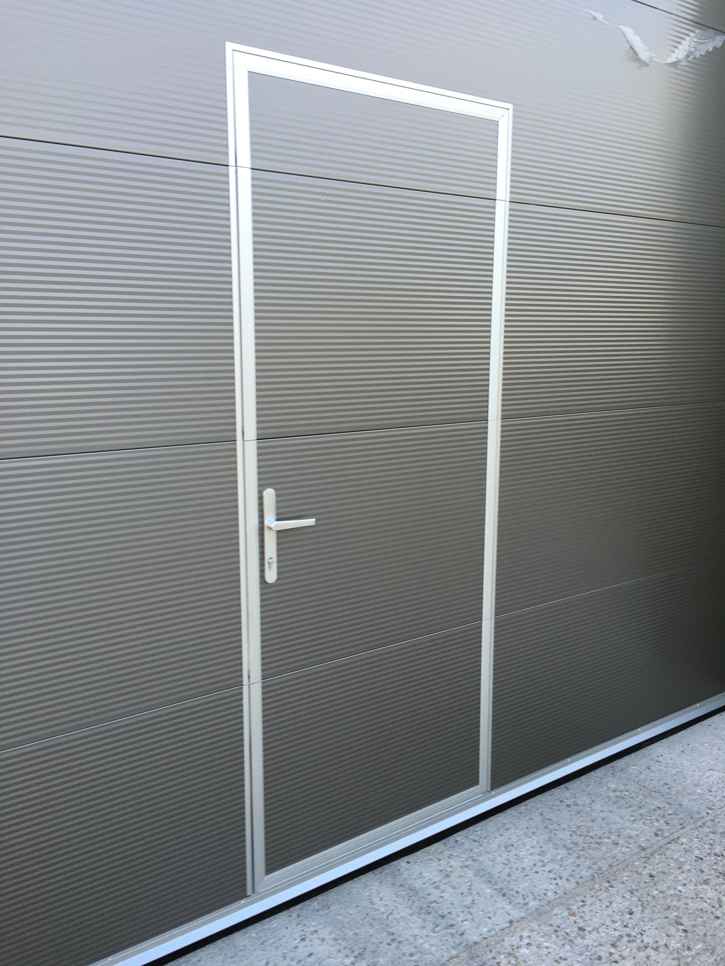 Wicket door incorporated in a sectional door & Wicket door incorporated in a sectional door | Sectional Doors ...