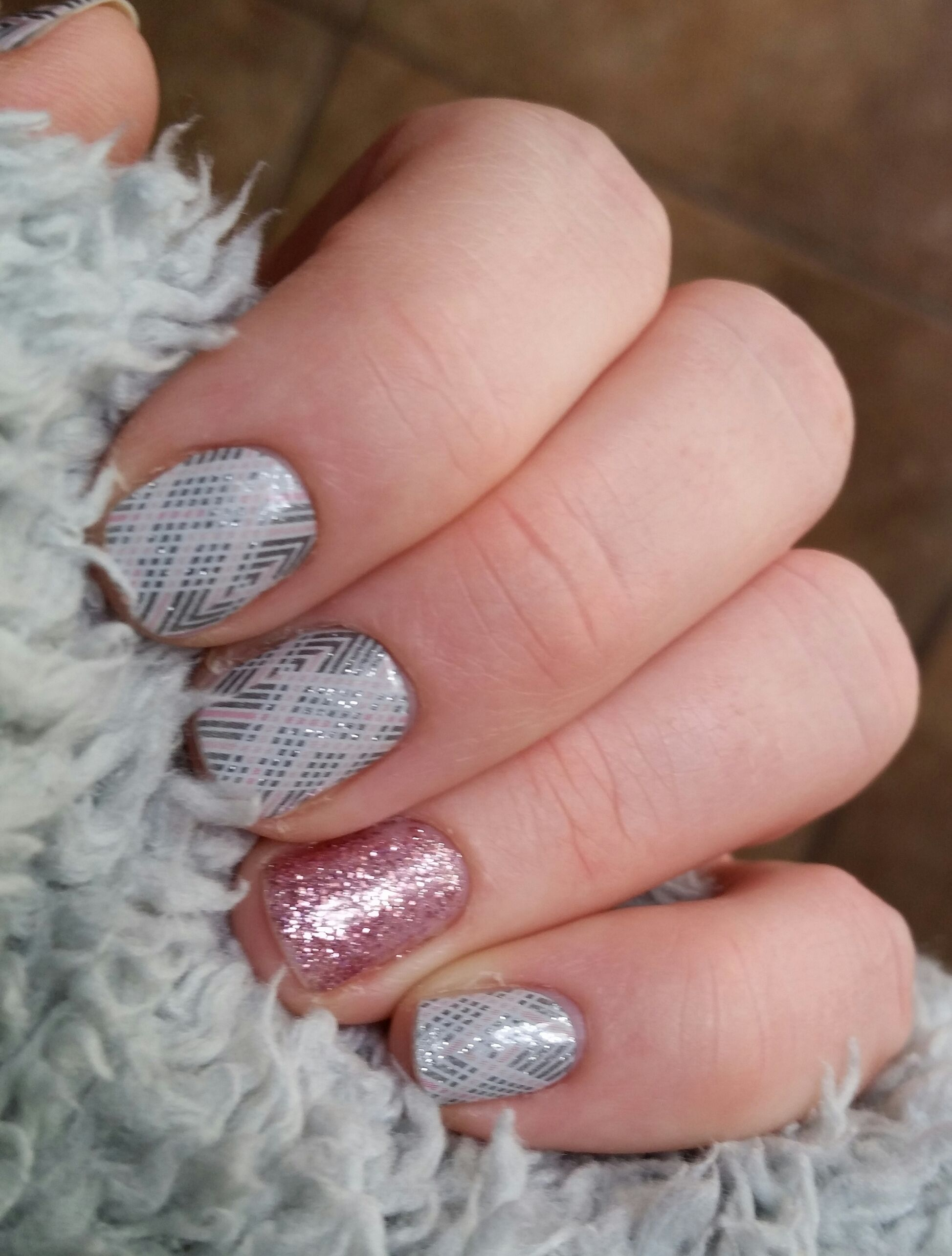 My new favorite Jamberry Mani! Diamond dust wrap with Tutus and ...