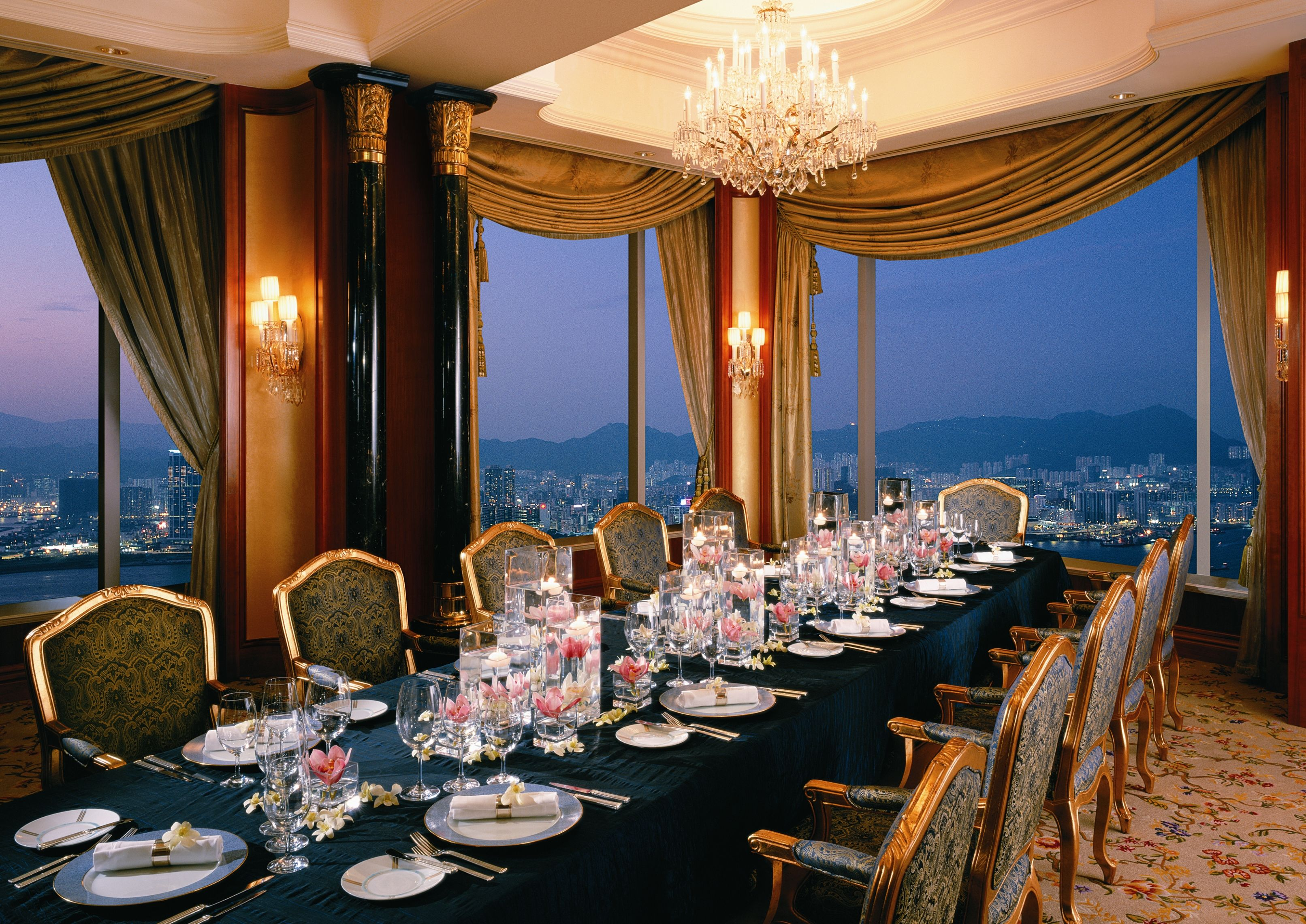 Restaurant petrus alsace room island shangri la hong for Best private dining rooms hong kong