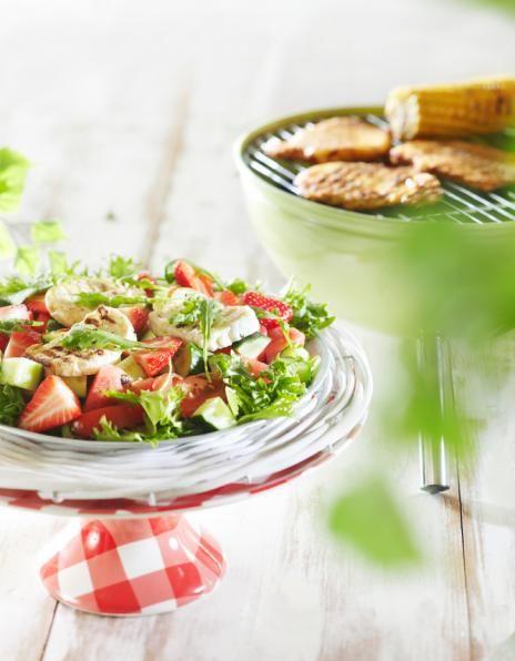 Halloumi-mansikkasalaatti ja porsaan ulkofileepihvit | Salaatit | Pirkka
