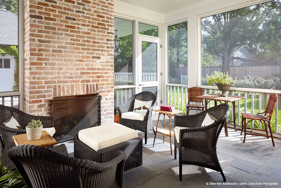 screened porch- I like this door.