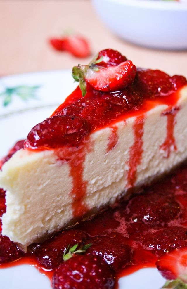 Easy New York Cheese Cake with Strawberry Sauce