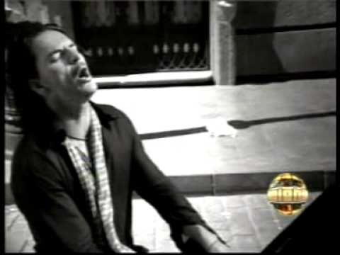 Ricardo Arjona - Acompañame a estar solo. Yo a usted lo acompaño a cualquier lado :D