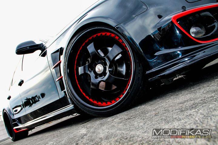 Modifikasi Audi A4 Black And Red For Racing Look