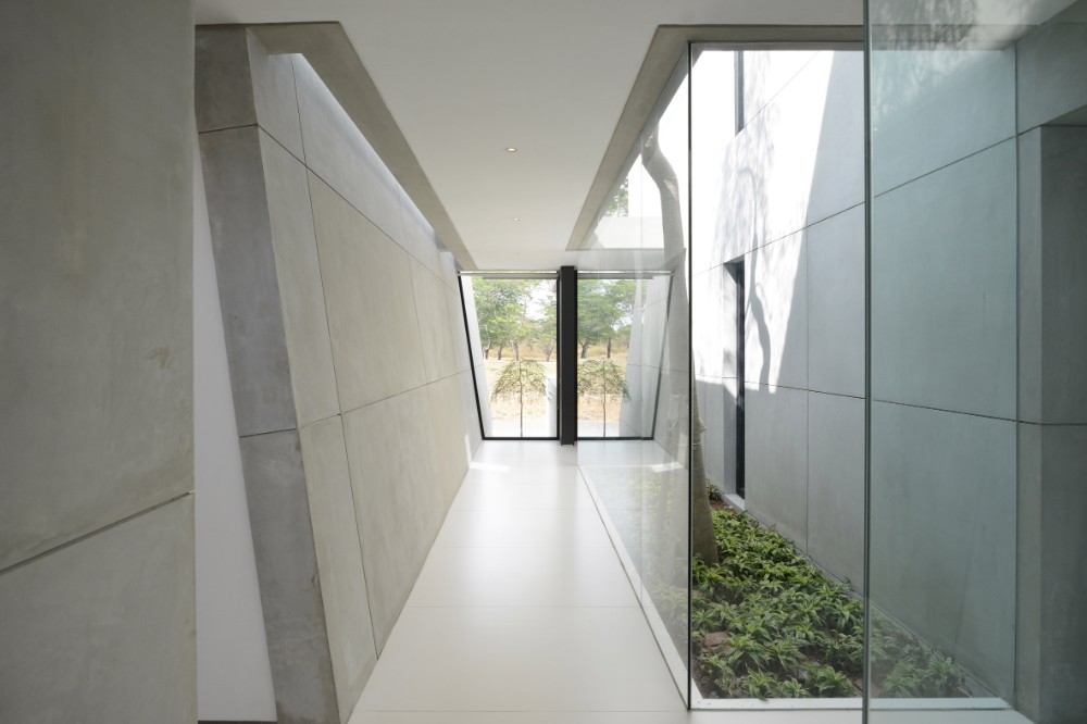 In Indonesia Angled Partition Walls Slice Through The Contemporary Facade Of Jj House Ignant Concrete Wall Architecture Concrete Interiors