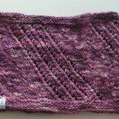 Col rose-violet motif ajouré et dentelle anglaise, tricoté main