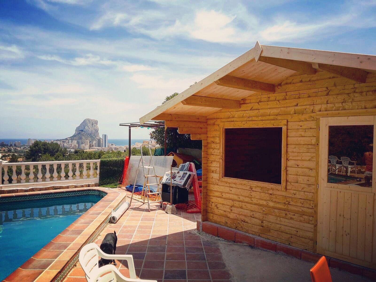 Montaje De Una Caseta De Madera Casa De Madera En Calpe Casa Prefabricada Con Piscina Y Vistas Al Mar En Alicante Caseta De Madera Casas De Madera De Madera