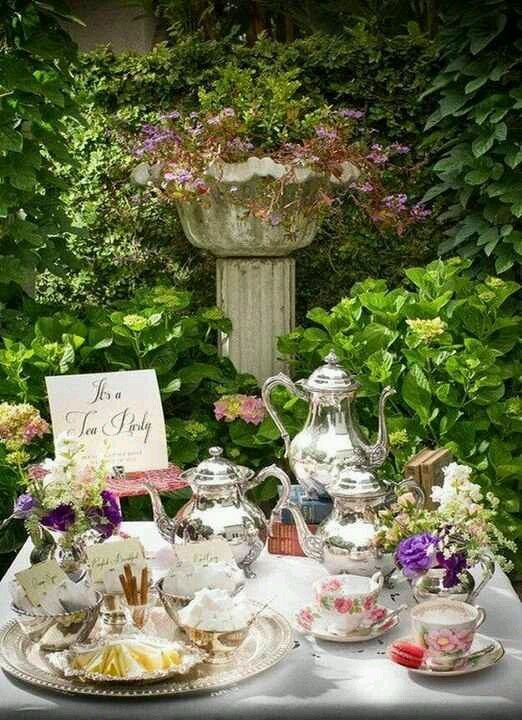 Book club party ideas for rebecca by daphne du maurier for Garden tea party table decorations