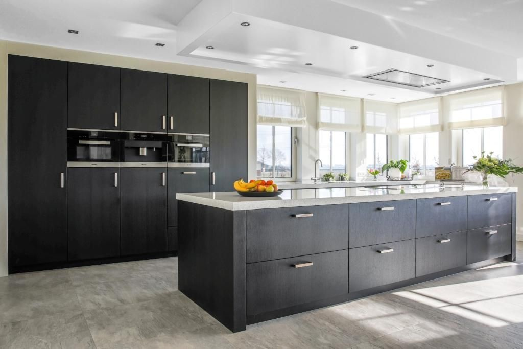 Keuken Eiken Zwart : Ballerina showroomkeuken stijlvolle eilandkeuken in zwart eiken en