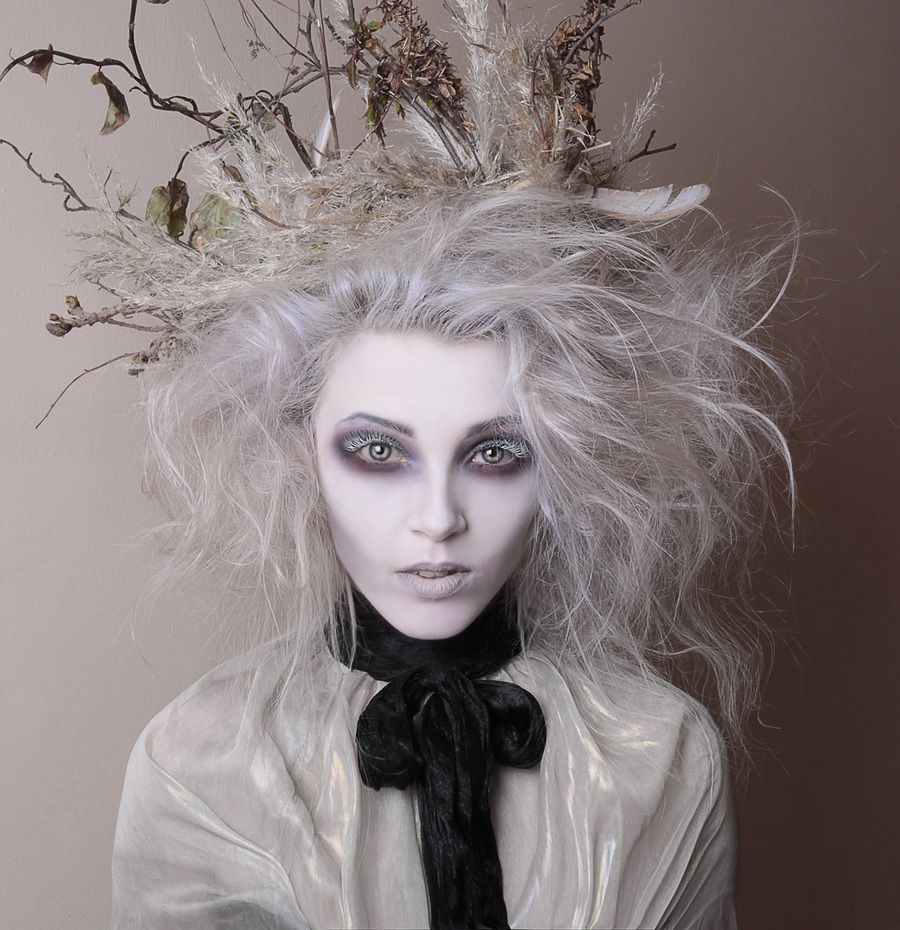 ghostly white halloween party | costume ideas | halloween makeup