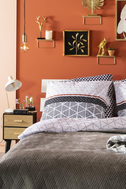 Zeit, Ihr Schlafzimmer gemütlicher zu gestalten. Mit diesen Artikeln wird Ihr Schlafzimmer im Herbst noch schöner und gemütlicher. #schlafzimmer #Bettbezug #nachttisch #schlafzimmerinspiration #rusticbedroomfurniture
