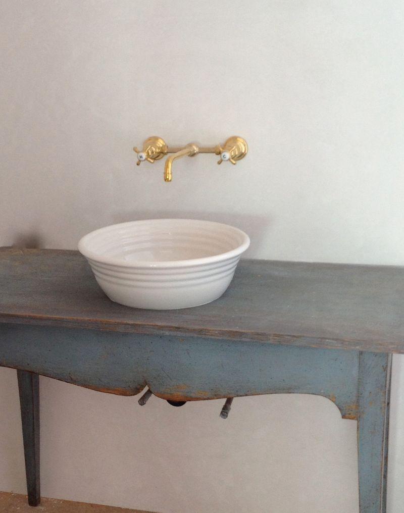 Beautiful Leilau0027s Antique Swedish Sink Table From #toneontone @Loi Thai | Tone On  Tone !