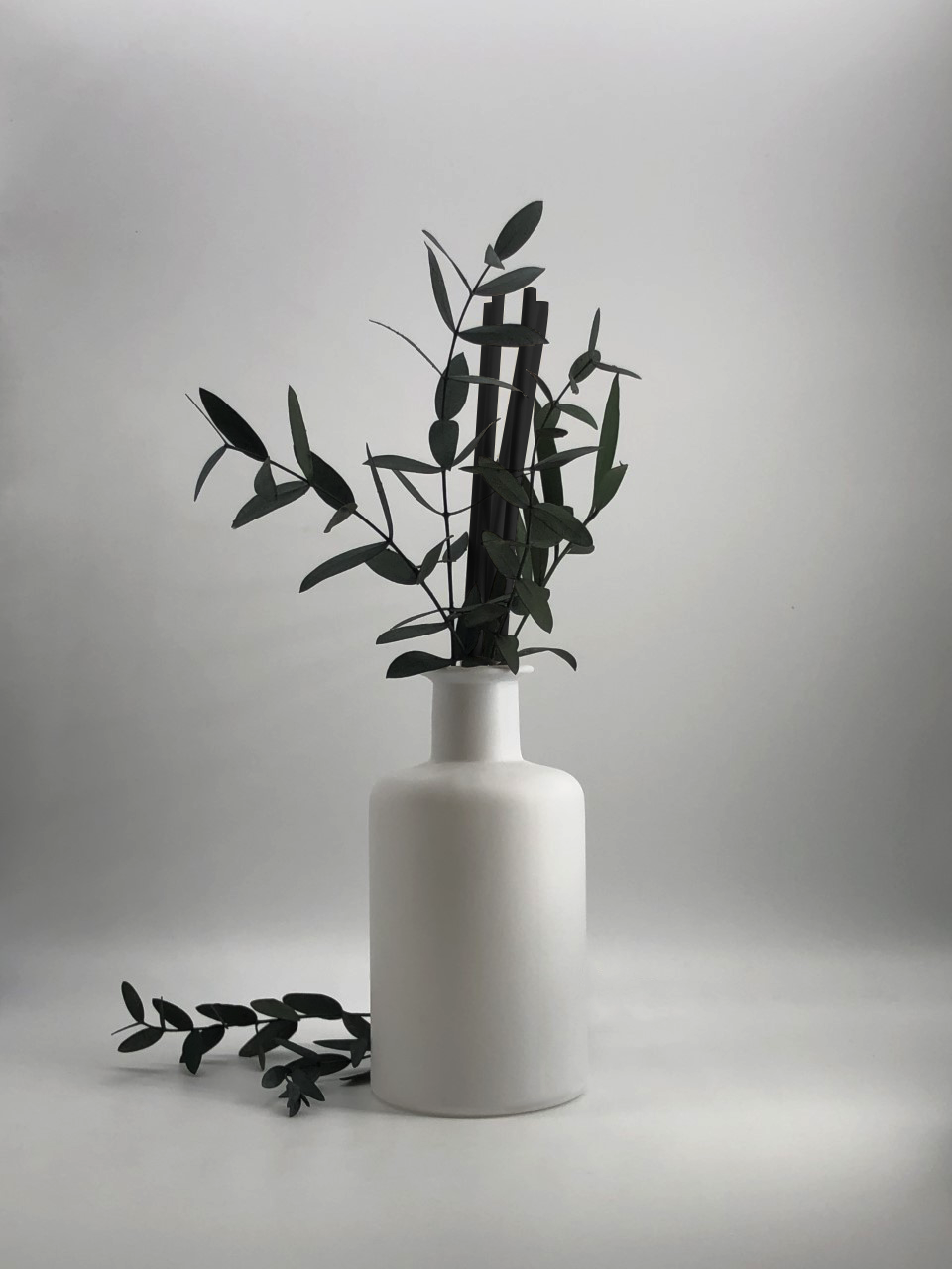Eucalyptus Blanc Reed Diffuser 200ml - Myrrh & Tonka