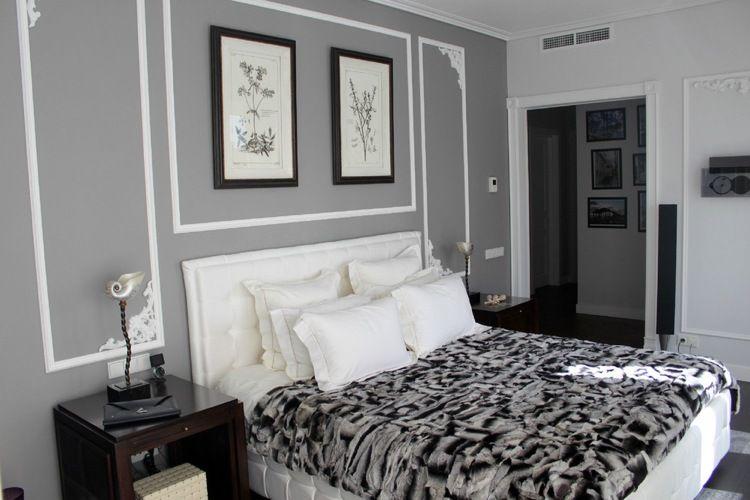 Weiße Zierstuck-Rahmen und graue Wand im Schlafzimmer | Deko ...