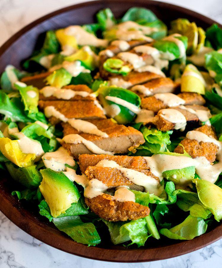 Caesar salaatti on klassikko, mutta kun joskus pienenä opin sen sisältävän anjovista, herkku muuttui ällöksi. Siitä onkin vuosia kun ol...