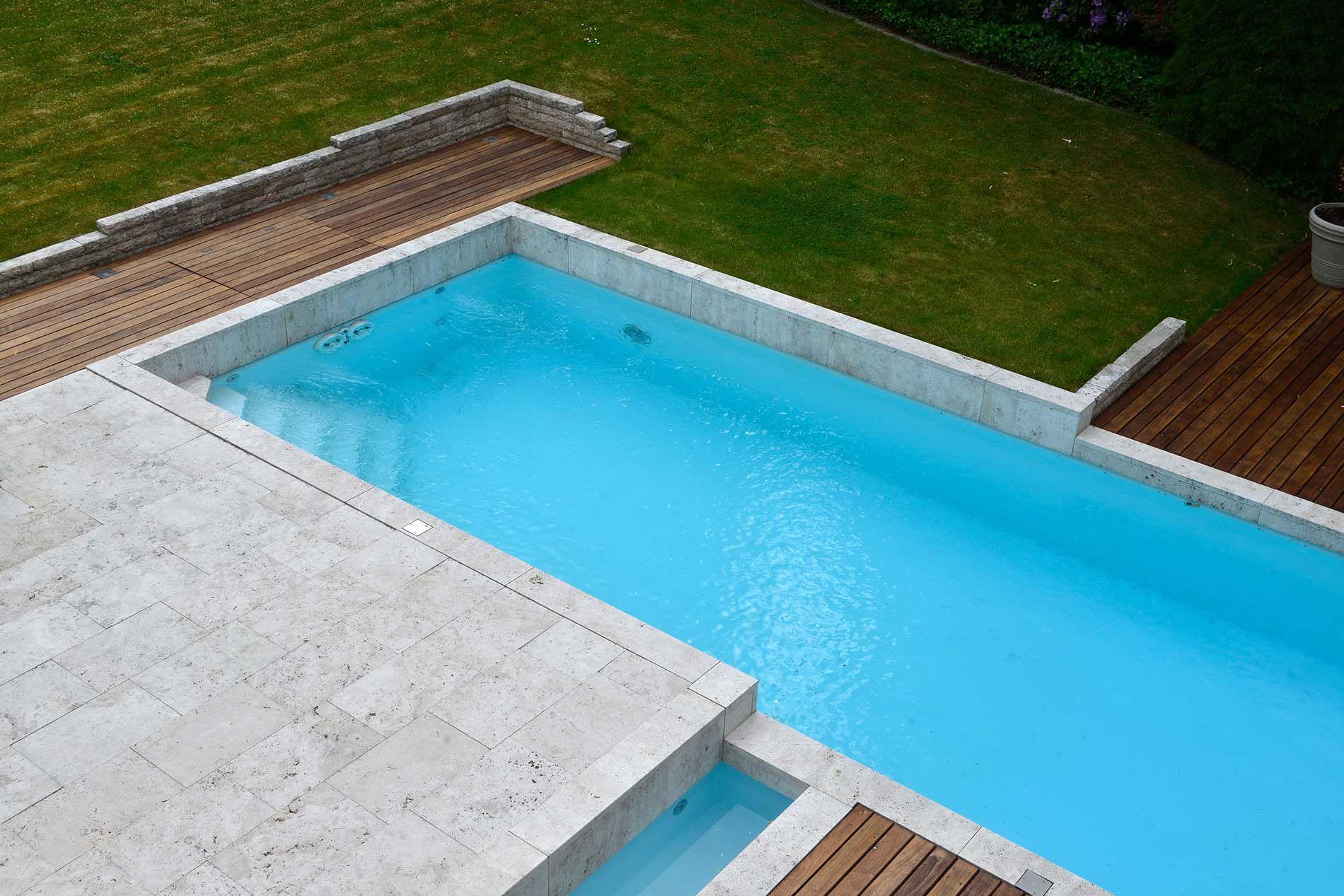 Poolumrandung und Terrassenplatten aus Bauhaus Travertin von TRACO ...