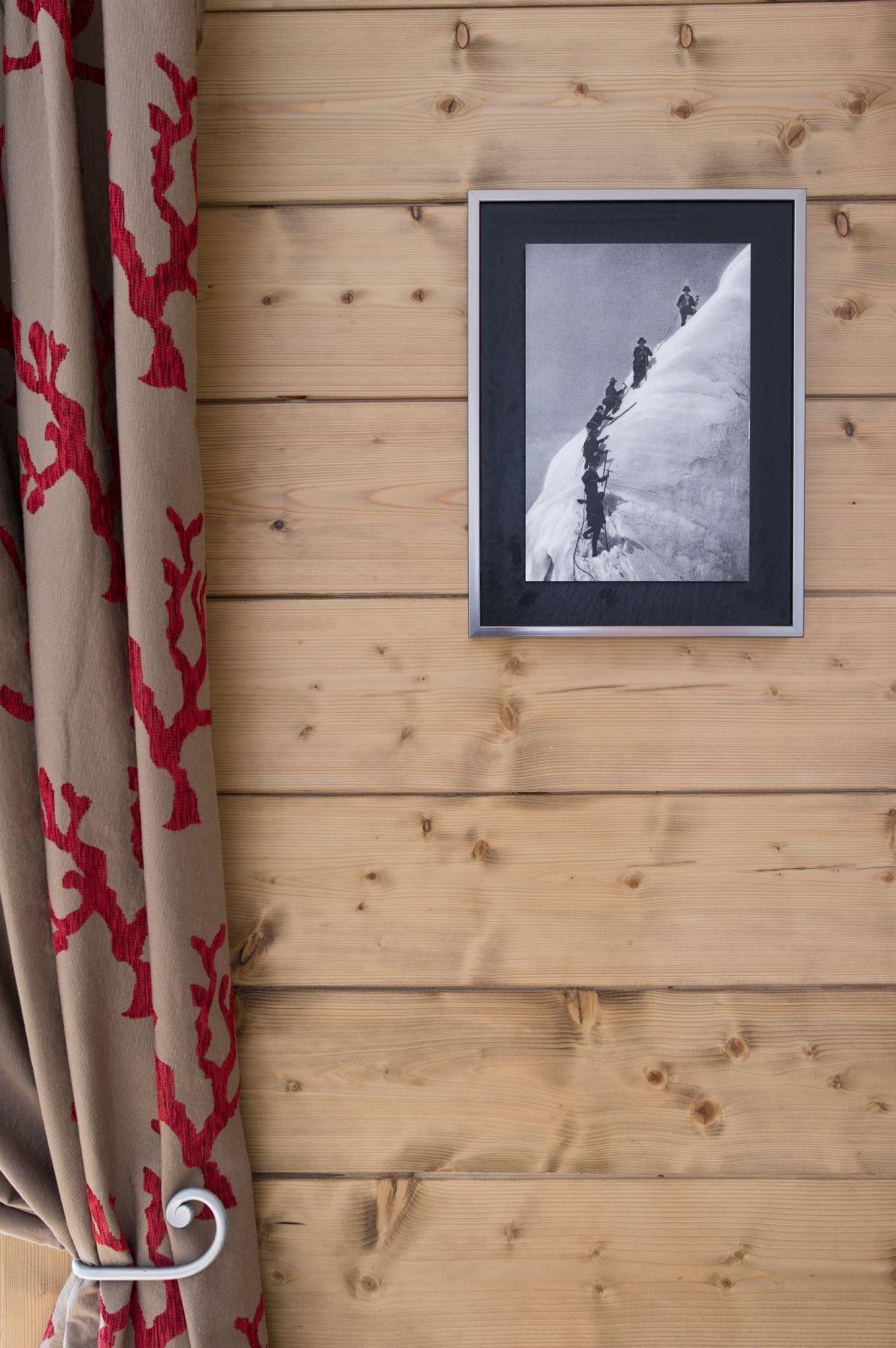 Décoration chalet montagne : bois, rideau et tableau. | Salon et ...