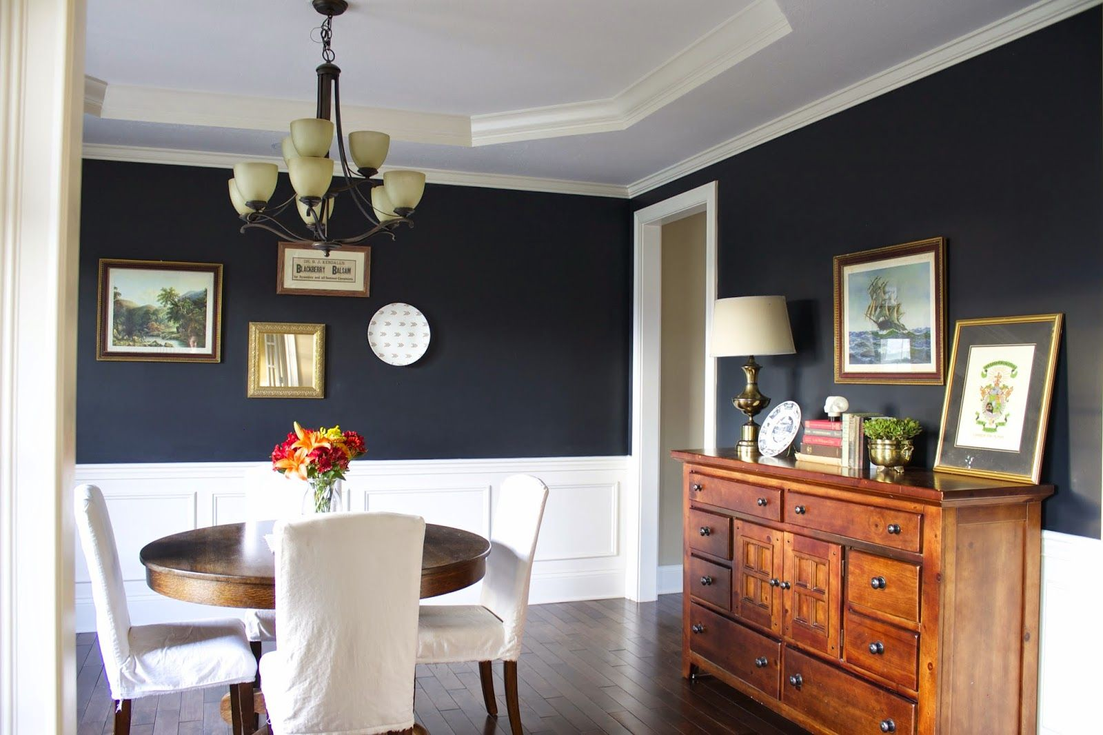 Decorating with blue on pinterest blue interiors blue for Navy dining room ideas