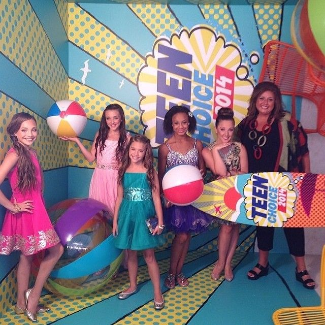 Girls looking stunning at the #TCA 's yesterday!! #dancemoms