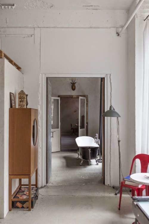 Koti Saksassa - A Home in Germany  Chic & Deco         Tämä berliiniläinen koti sijaitsee 110-vuotiaassa tehtaassa. Sisustuksessa on käyt...