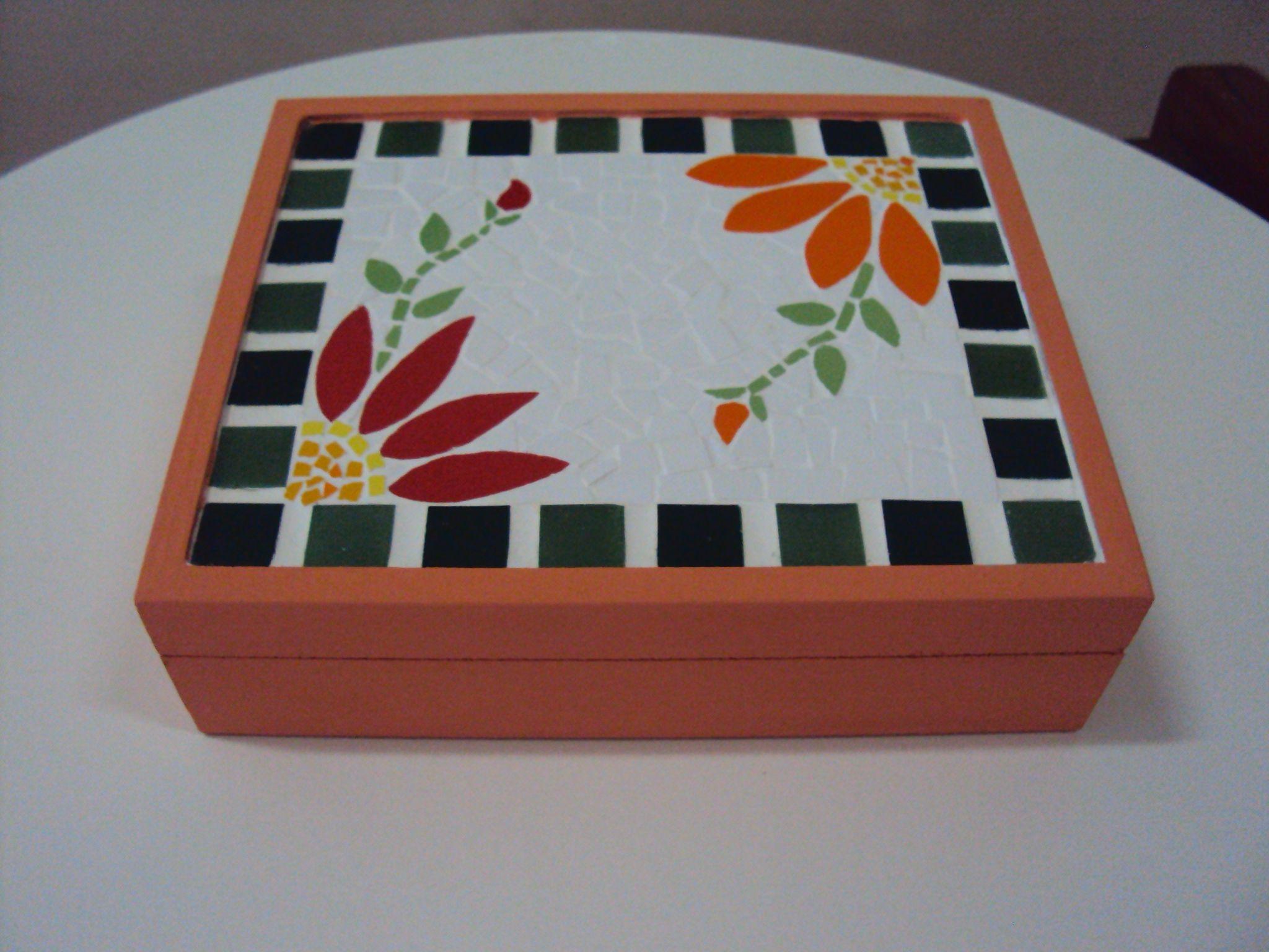 Caixa com mosaico cofres pinterest mosaicos cajas y for Mosaico madera pared