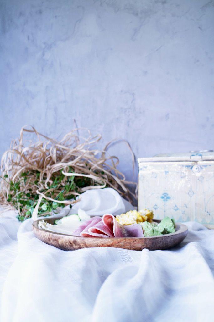 Breakfast Royal Copenhagen Stråmønster Frokost Egg Omelett Trefat Wood Materials Styling Food Foodblog Interior Interiorblog Avocado