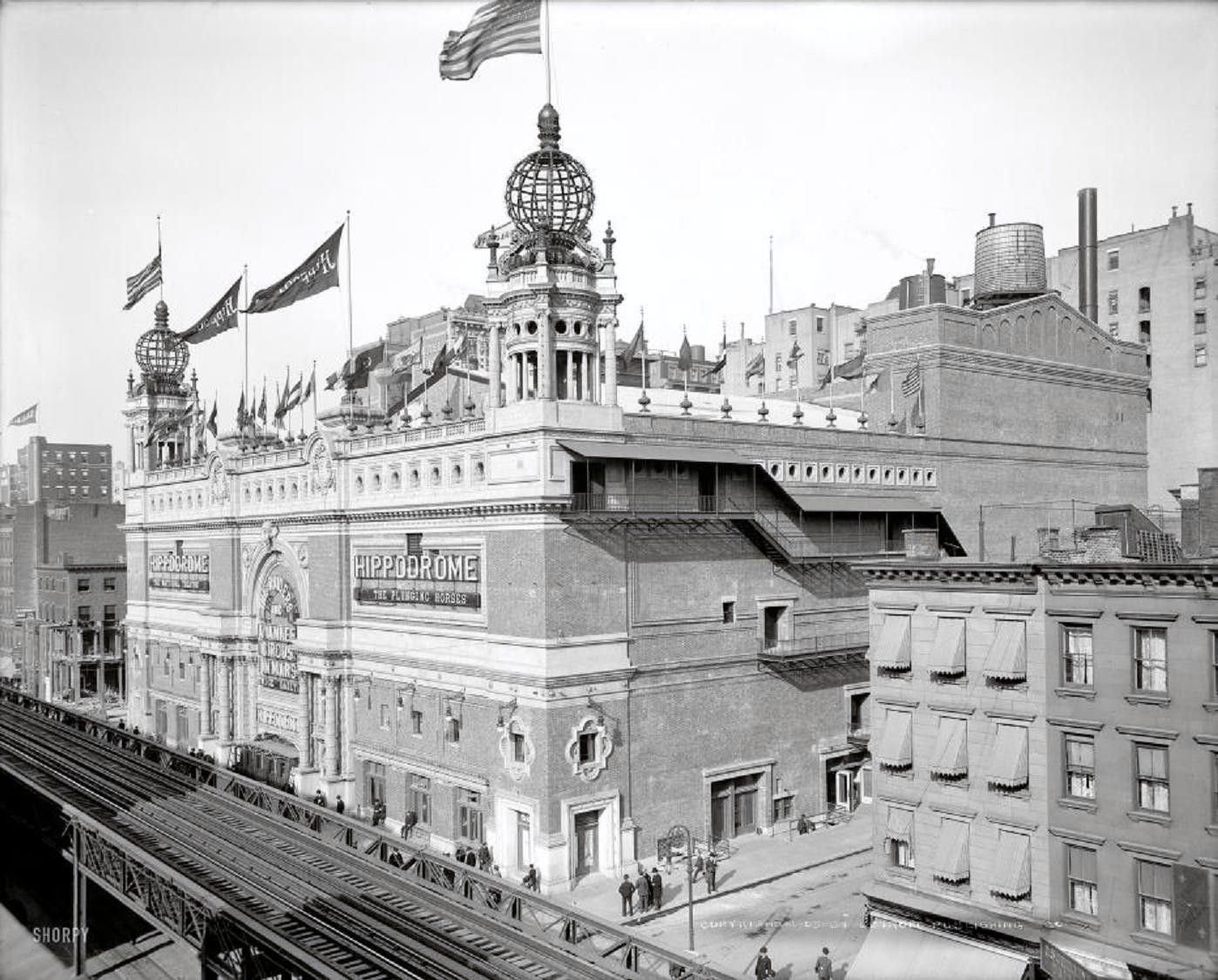 New York City, April 1905. At 5,200 seats, then the world's largest theater.