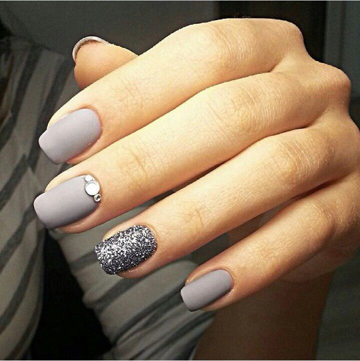 Perfect Nails Nail Art Grigio Opaco E Glitterato Perfetto Per I