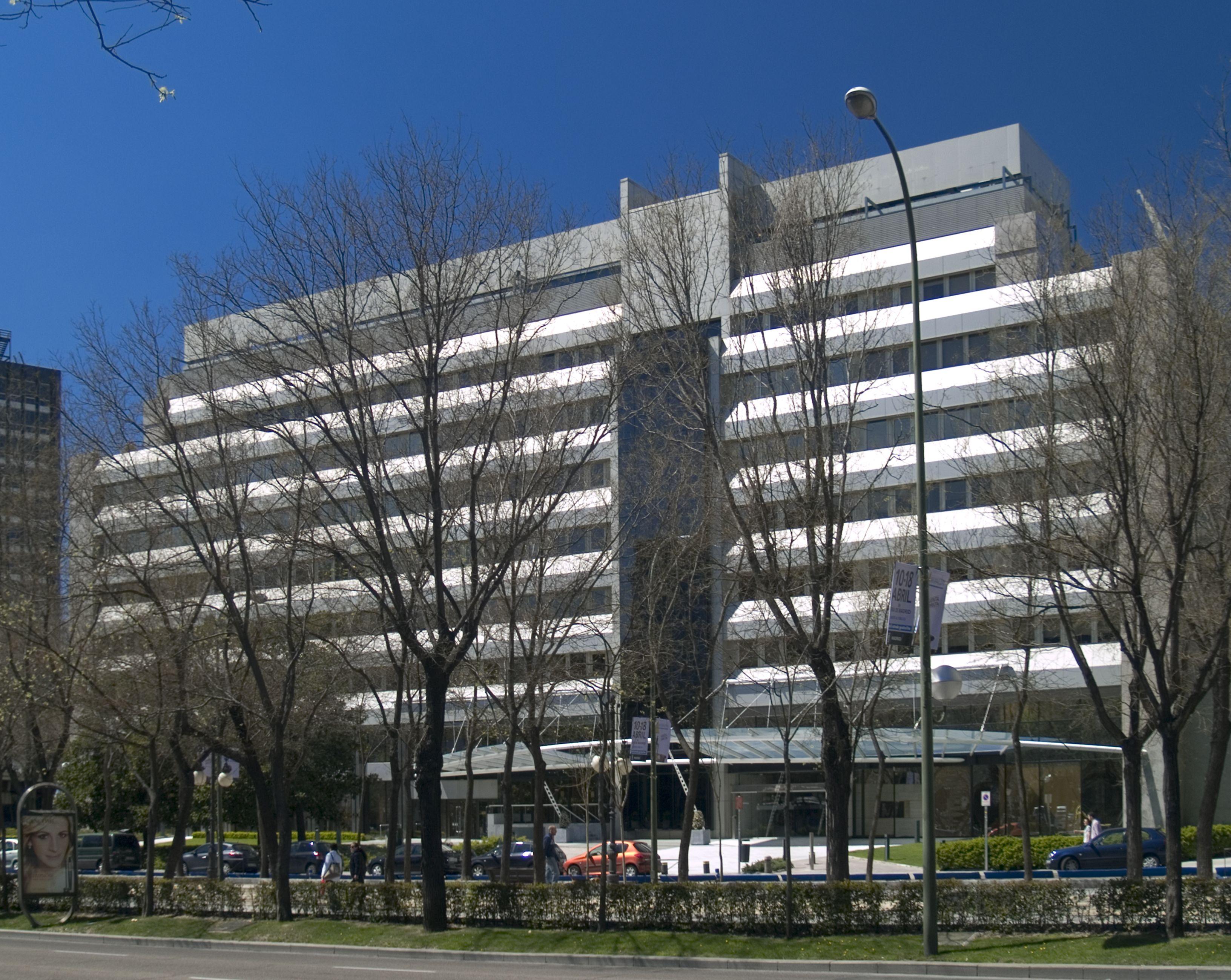 Sede central de caja duero en madrid en paseo de la for Caja duero madrid oficinas