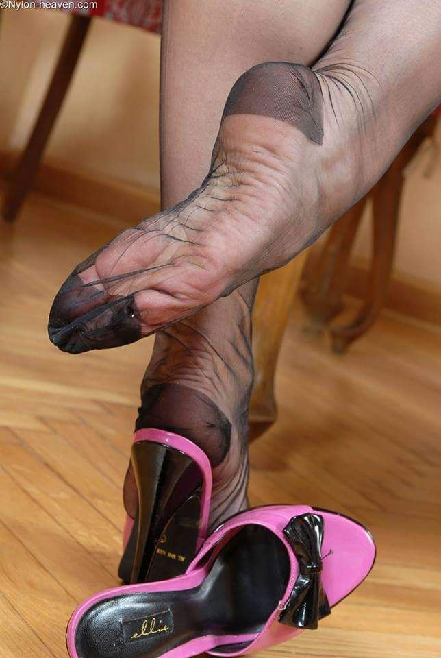 Foot rht sexy stocking pics 737