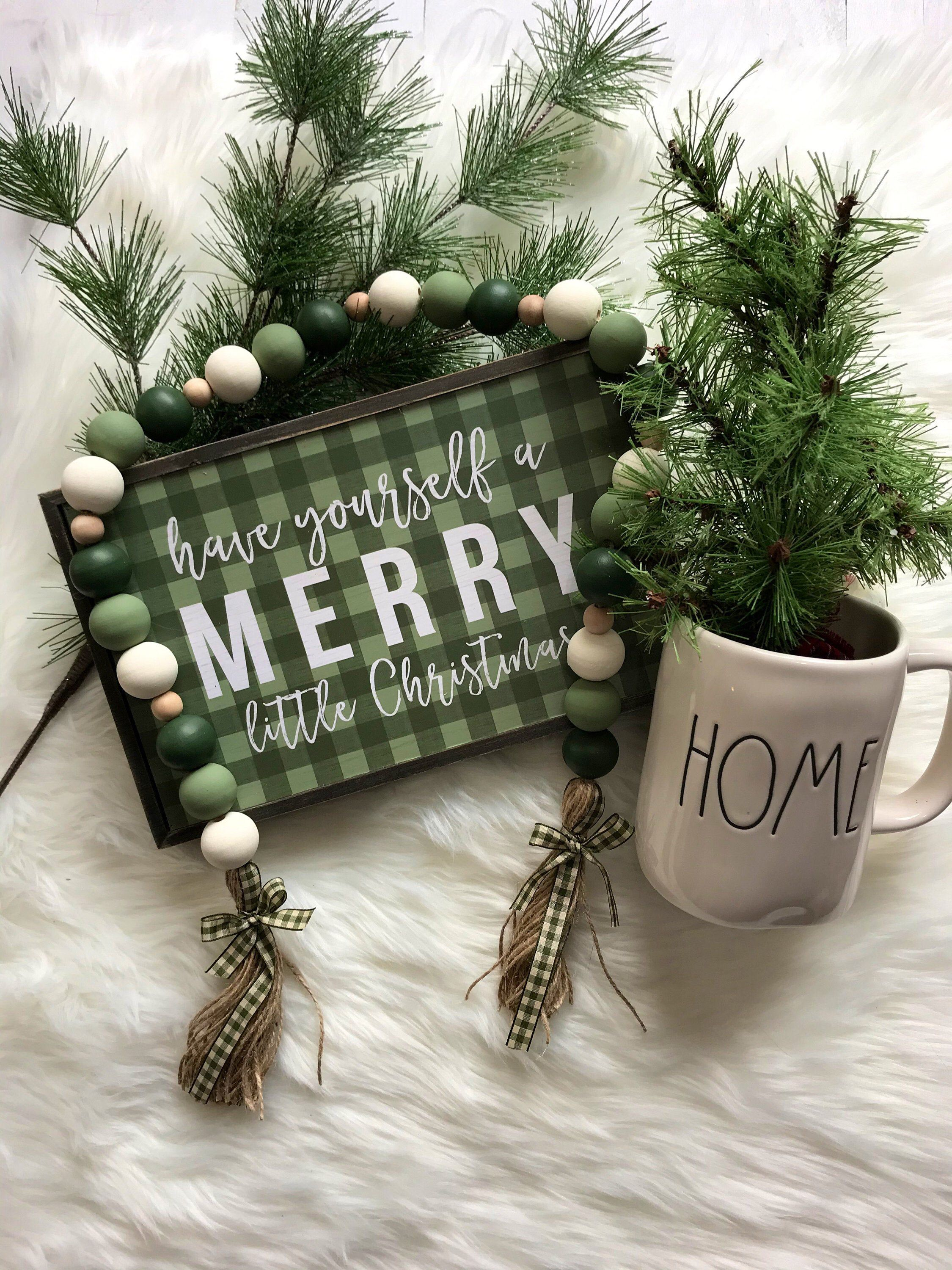 Christmas Wooden Bead Wreath with Tassels Decorated with Candy Pendant Farmhouse Wall Hanging Ornaments Wood Bead Garland Wreath for Christmas Decorations