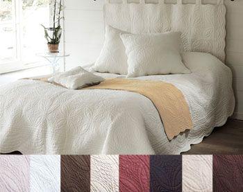chemin de lit uni en boutis becquet cr ation becquet cocon d co harmonies de couleurs de. Black Bedroom Furniture Sets. Home Design Ideas