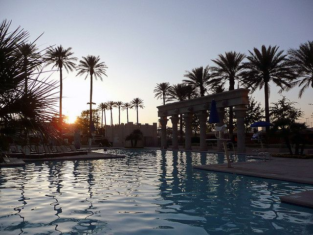 Luxor Las Vegas Pool At Sunset By Mariedenise6 Luxor Las Vegas Vegas Honeymoon Las Vegas Pool