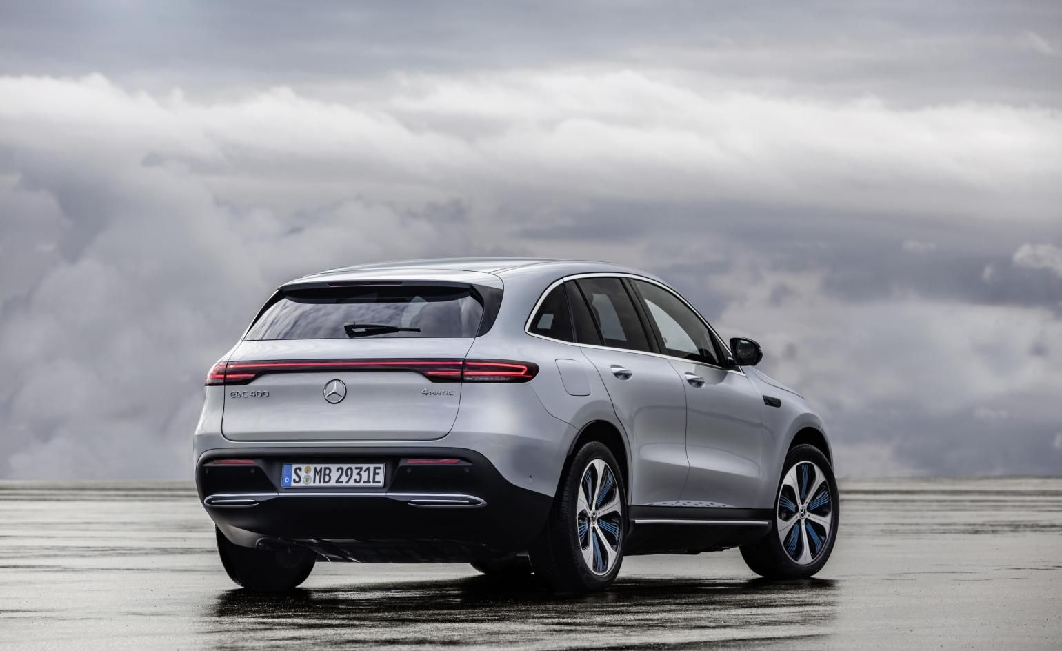 Mercedes Electric Dreams Become Reality With Eqc Mercedes Suv