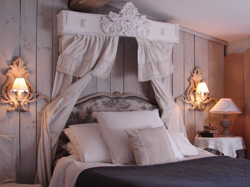 Chambre coucher ciel de lit le grenier d 39 alice shabby for Chambre adulte complete romantique