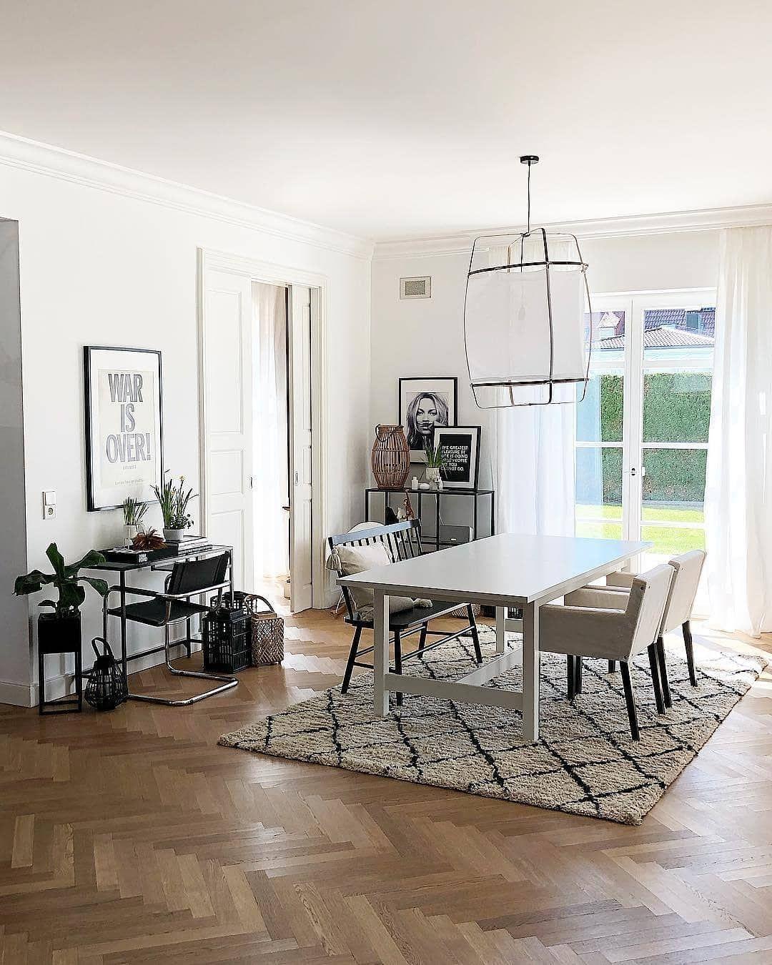 Bianco e nero per la sala da pranzo, tappeto incluso 💁♀️ ...