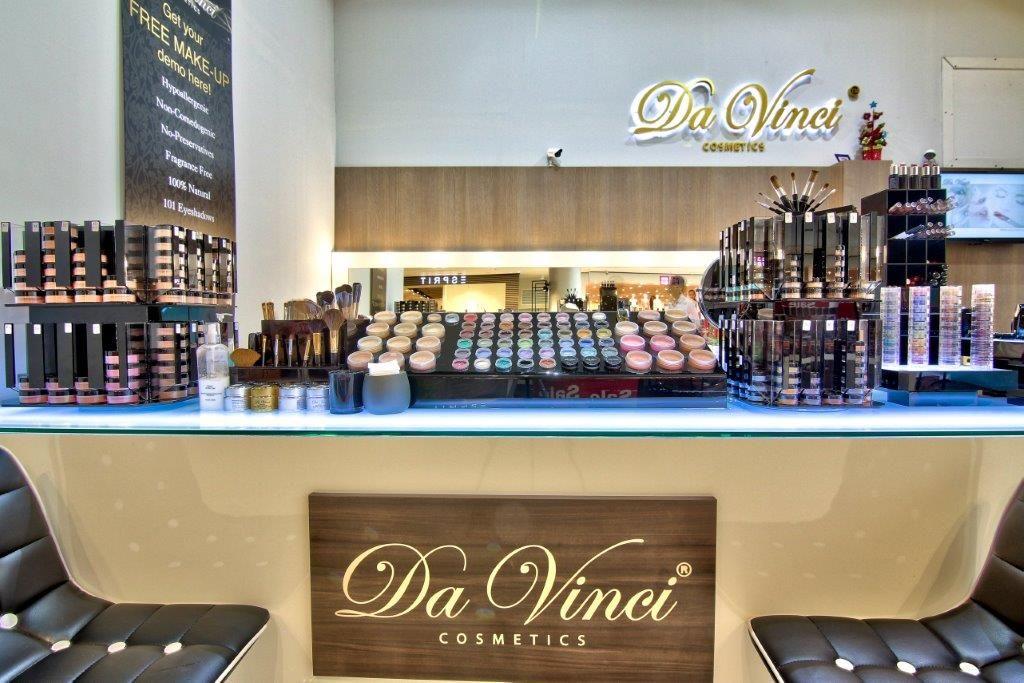 100 Organic Makeup Line that Beauty Salon brand love