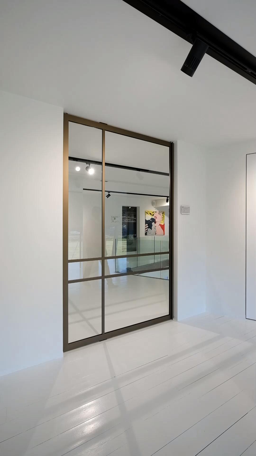 Photo of Pivoter end deur