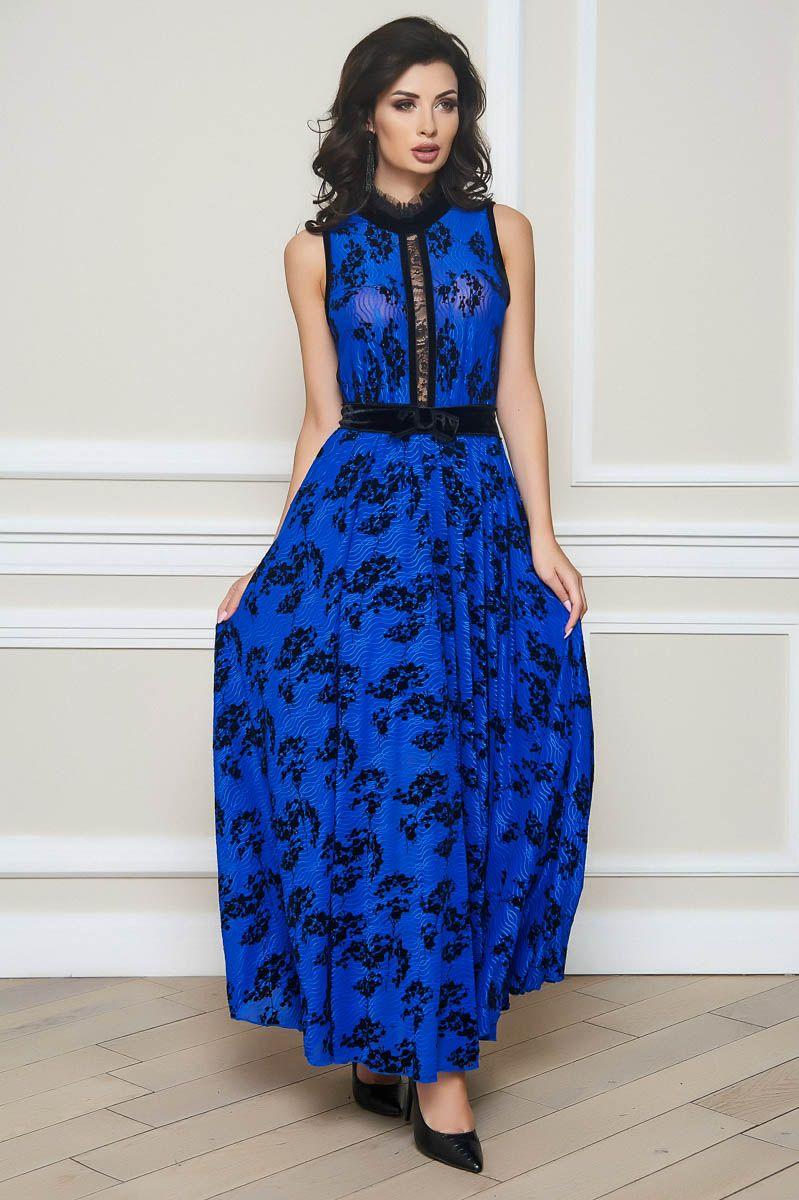 Ein langes, ärmelloses Kleid von BlueMary fasziniert mit ...