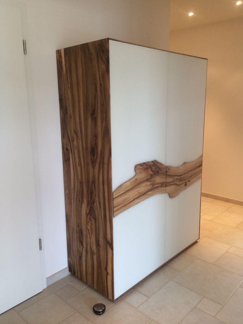 Nussbaumschrank mit Glastüren und Nussbaum Doppel