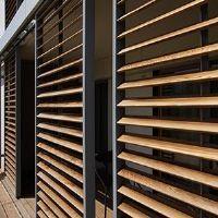 schiebel den loggiawood mit holzlamellen rotec berlin idee pinterest sonnenschutz haus. Black Bedroom Furniture Sets. Home Design Ideas
