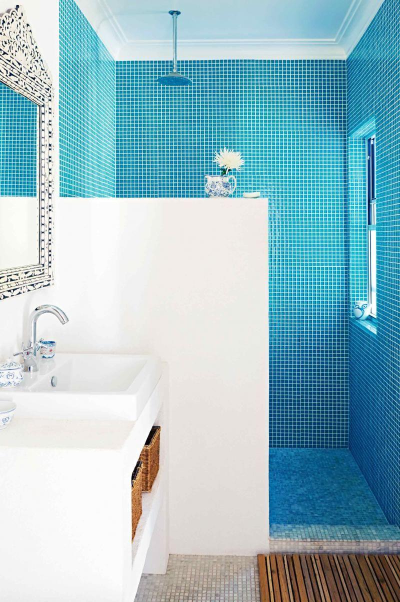 Dec-Greaves-beach-home-blue-white-bathroom-tiles | אמבטיות ...