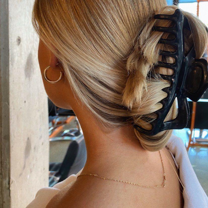 Pin By Alyssa Weyland On E Girl Hair Clip Hairstyles Claw Hair Clips Aesthetic Hair