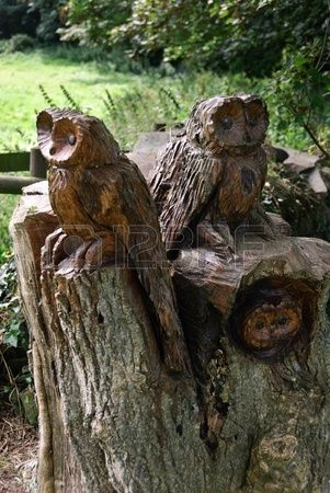 13065437-three-owls-carved-on-a-tree-trunk.jpg (301×450)
